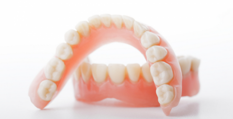 Choosing Between a Fixed Bridge and Removable Dentures