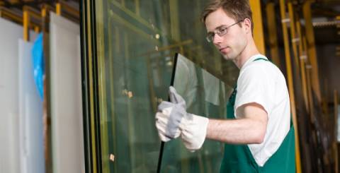 Types Of Auto Glass Cracks That Need Glass Repair Expert